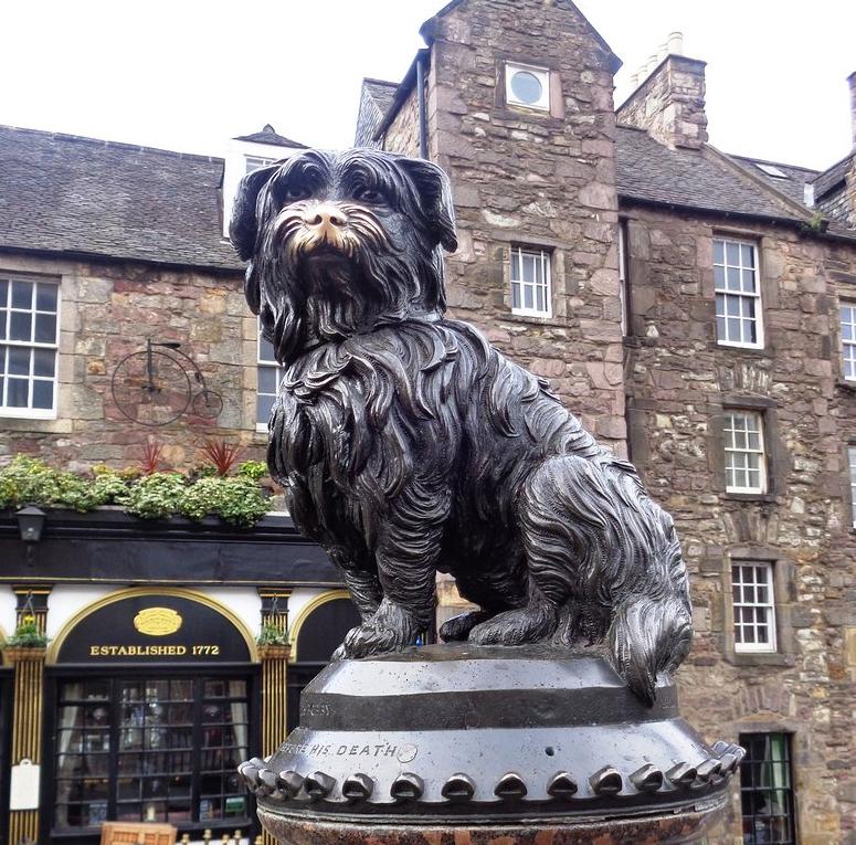 El perro Bobby en la Ciudad Vieja de Edimburgo