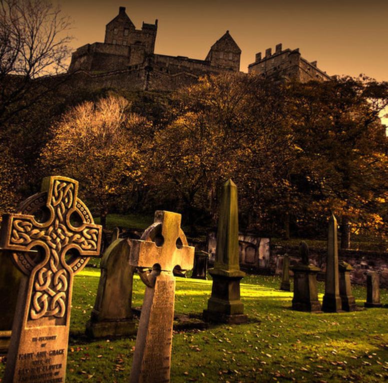 Cementerio bajo el Castillo de Edimburgo